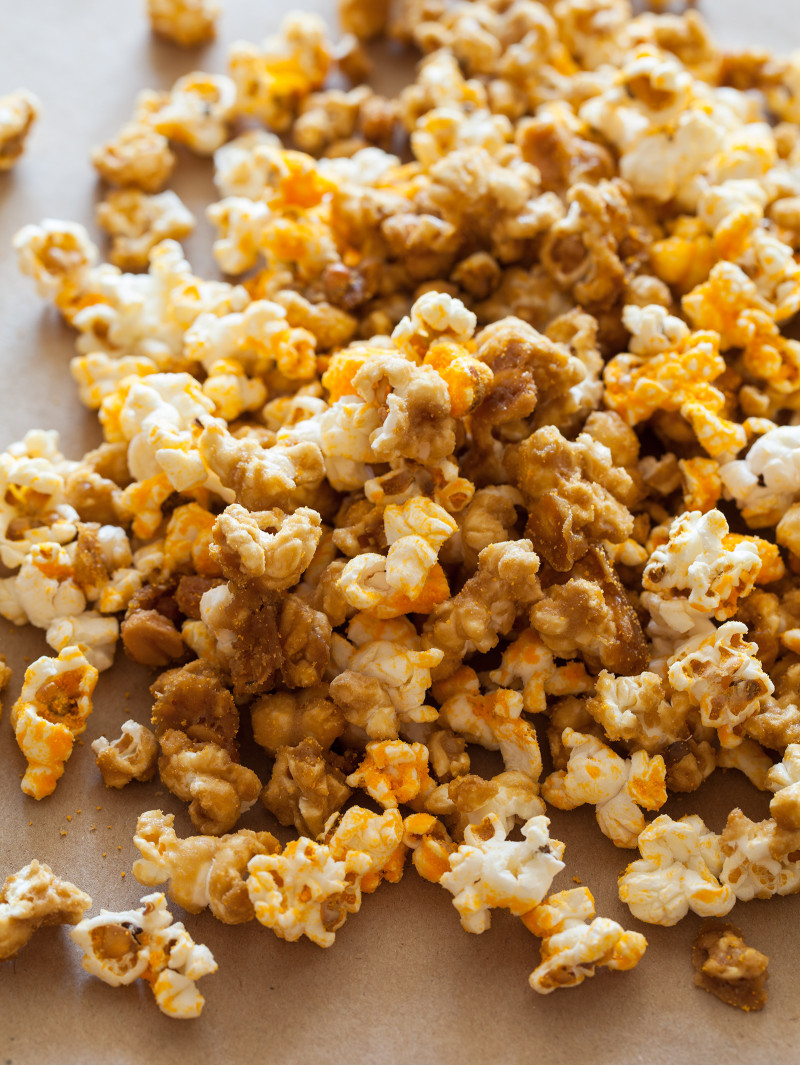 A recipe for Cheddar and Caramel Popcorn Mix.