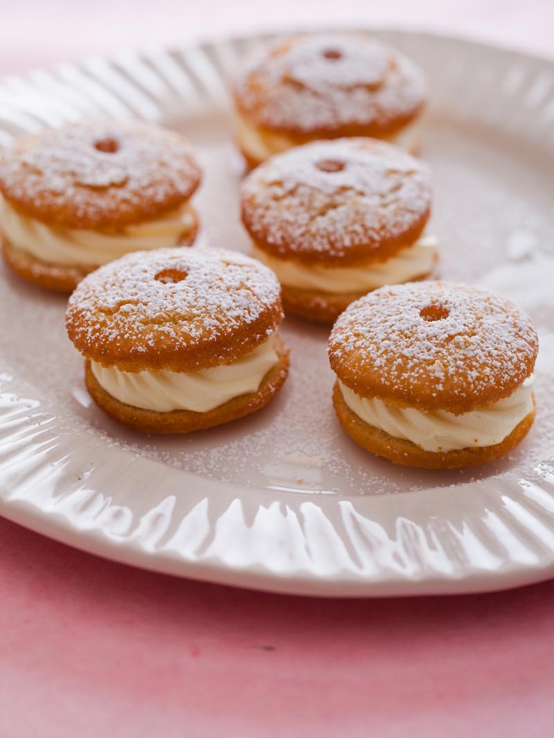 A recipe for Cream Puff Doughnuts