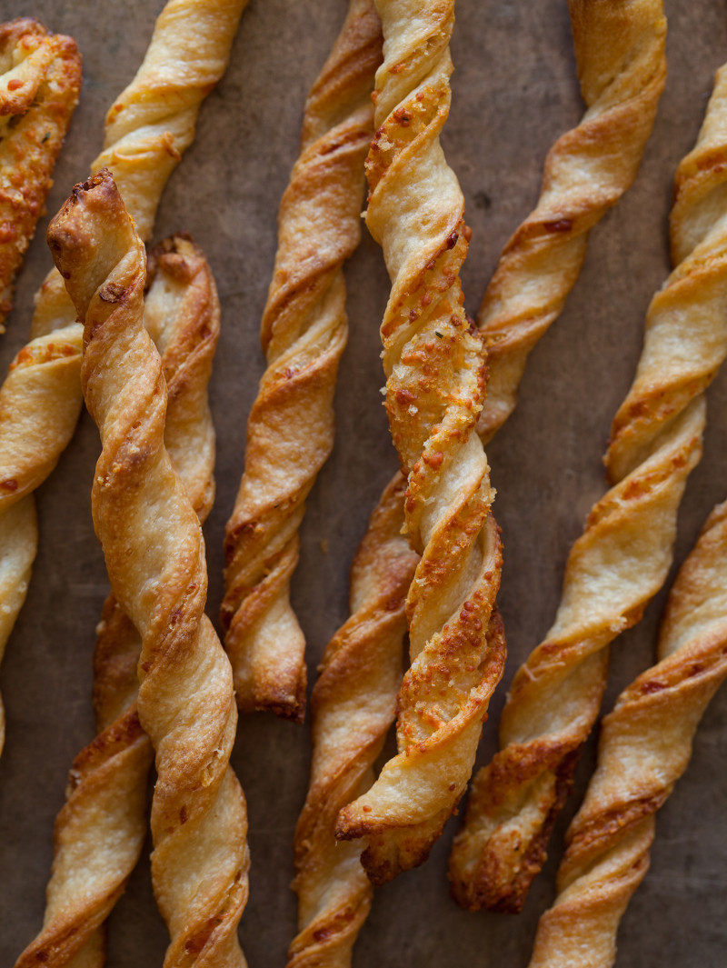 A recipe for Parmesan Garlic Straws.