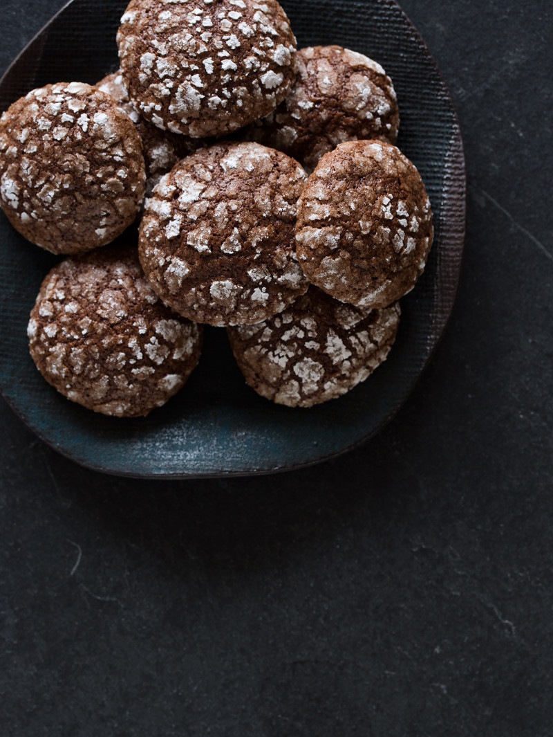A close up of a pile of Mexican chocolate earthquake cookies on a plate.