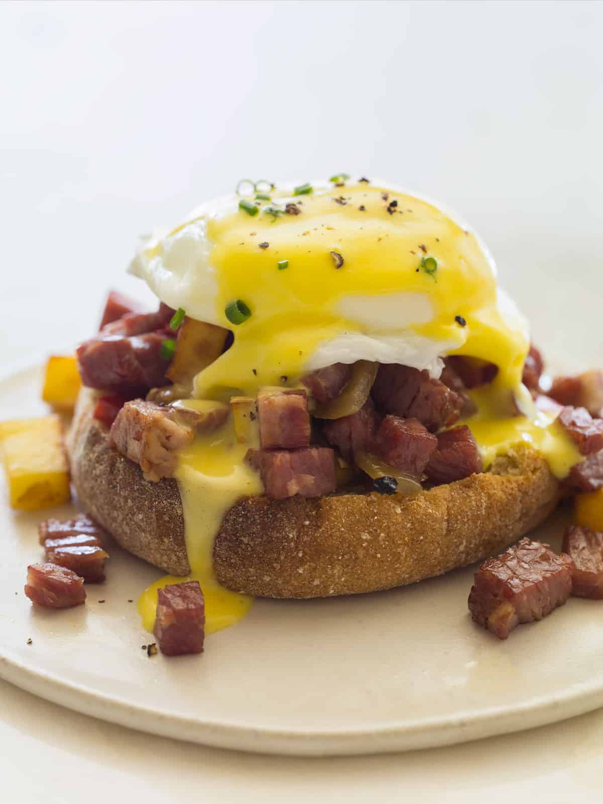 Corned beef hash eggs benedict | FOOD PORN | Pinterest