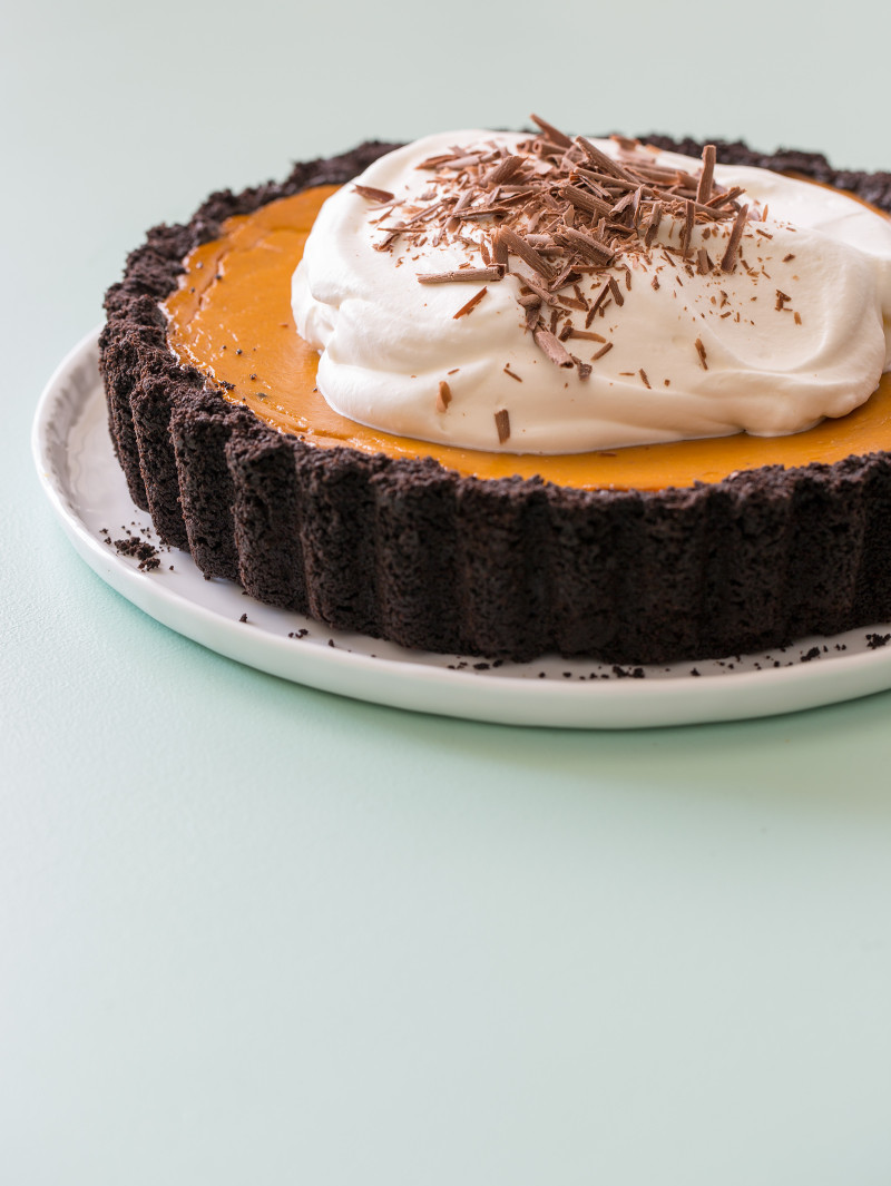 pumpkin-pie-with-a-chocolate-crust