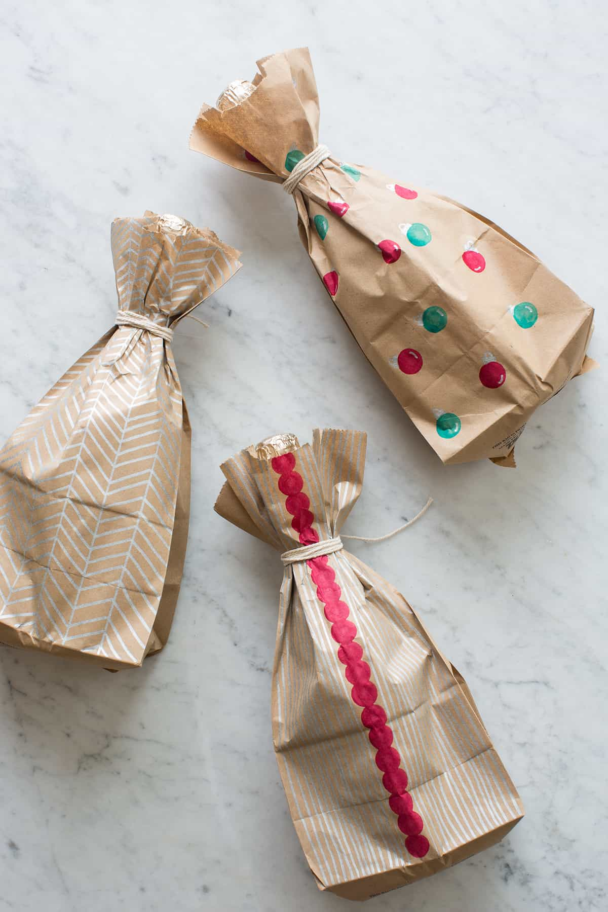 Diy wine wrapping paper spoon fork bacon for Diy wine bottle gifts