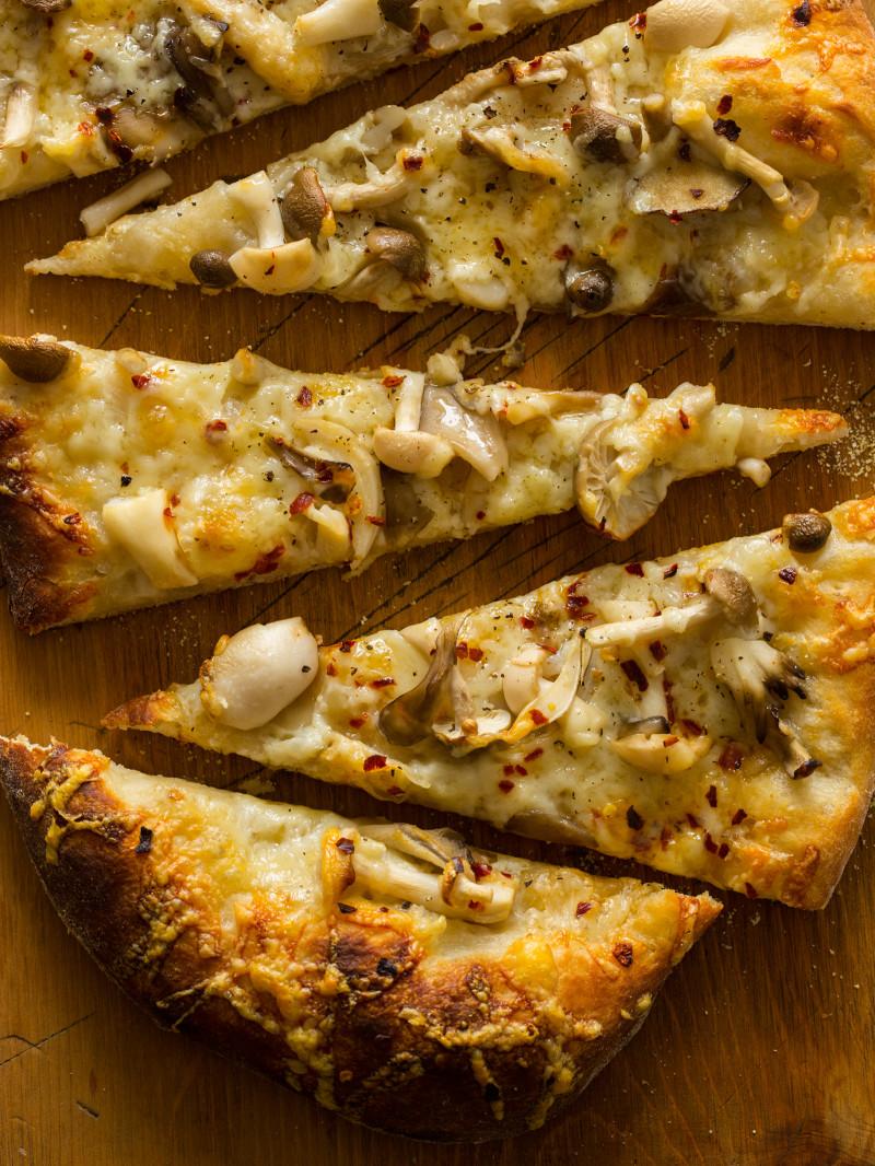 pickled_mushroom_flatbread