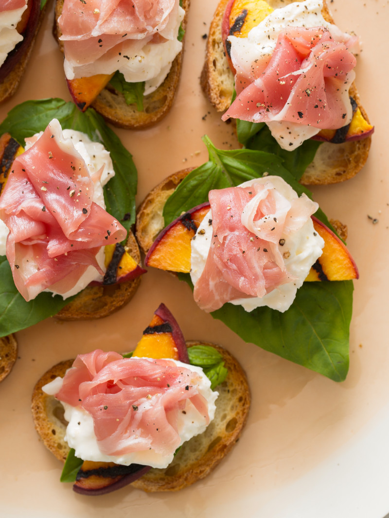 grilled-peach-crostini