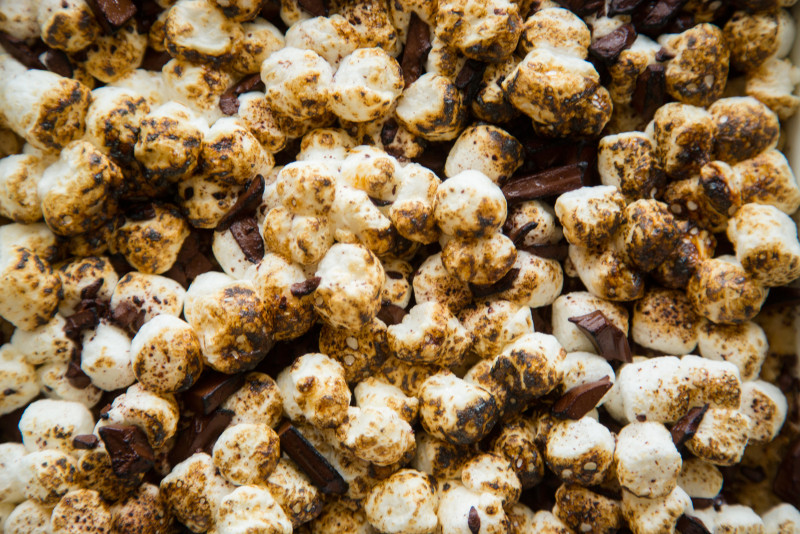 A close up of s\'mores rice krispies treats.