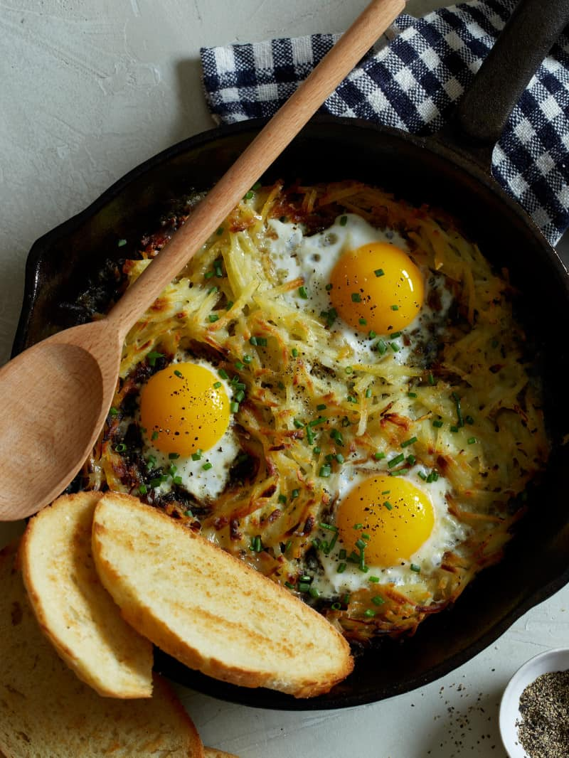 cheesy_skillet_hashbrowns_eggs