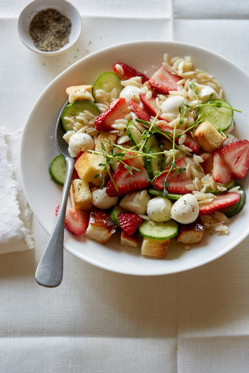 strawberry_panzanella_caprese_salad