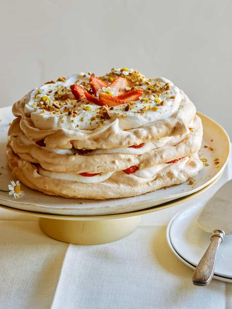 strawberry_pistachio_pavlova_cake