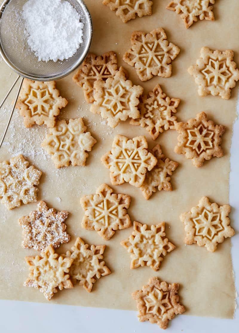 gingerbread_snowflake_cookies_recipe