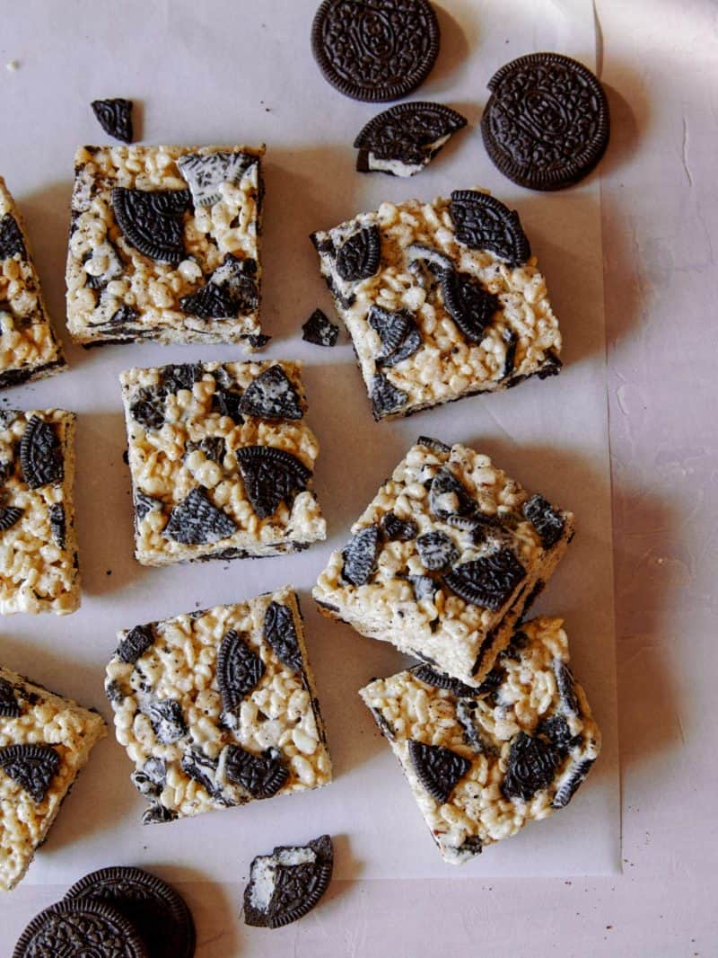 Cookies and cream Rice Krispies Treat squares with cookies.
