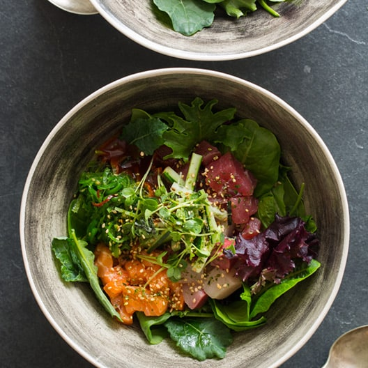 Spicy sashimi salad in two bowls.