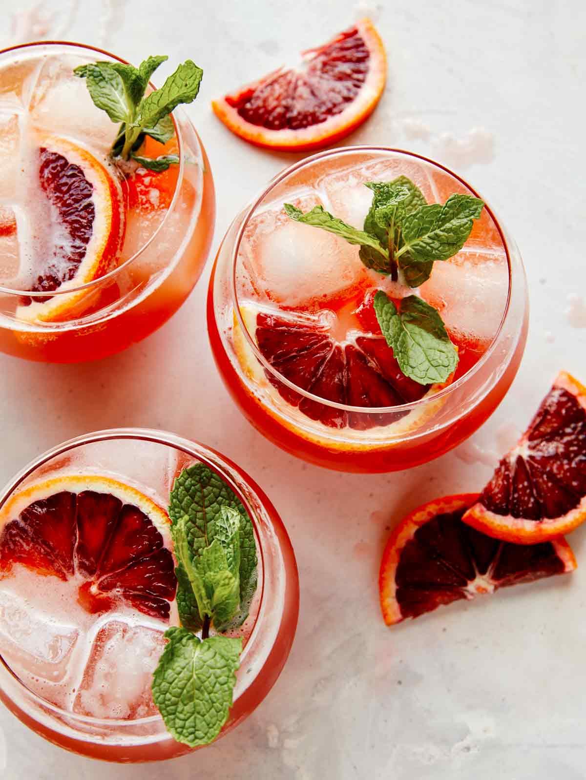 Blood orange shandy with blood orange slices.