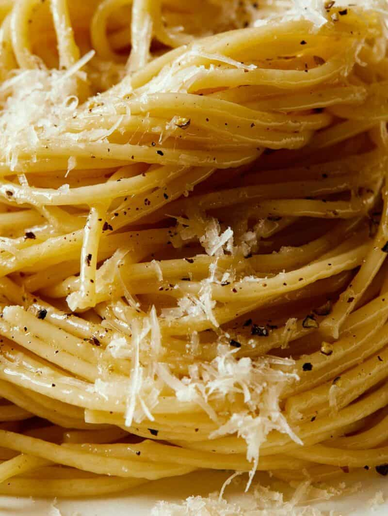 A close up of finished cacio e pepe.