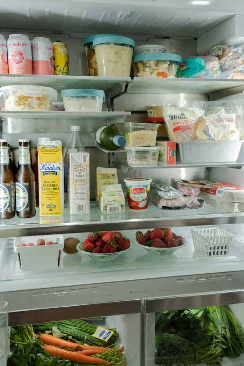 A view of the inside of an organized refrigerator.