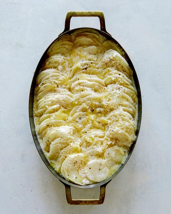 Potatoes gratin with parmesan on top.
