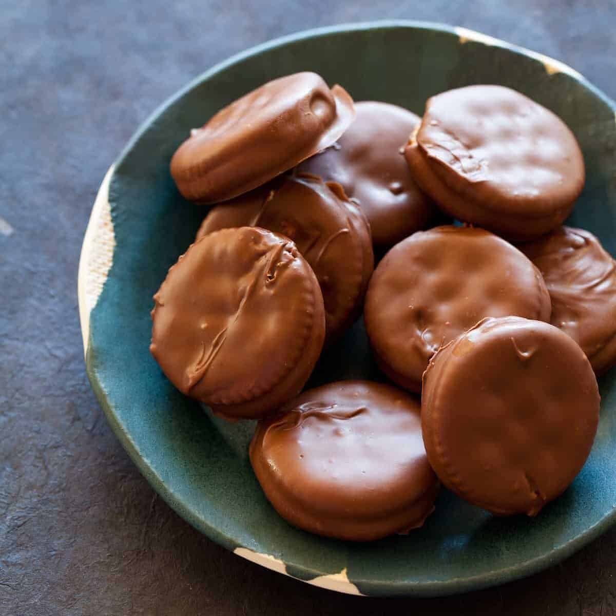A recipe for Chocolate Covered Peanut Butter Ritz Sandwiches.