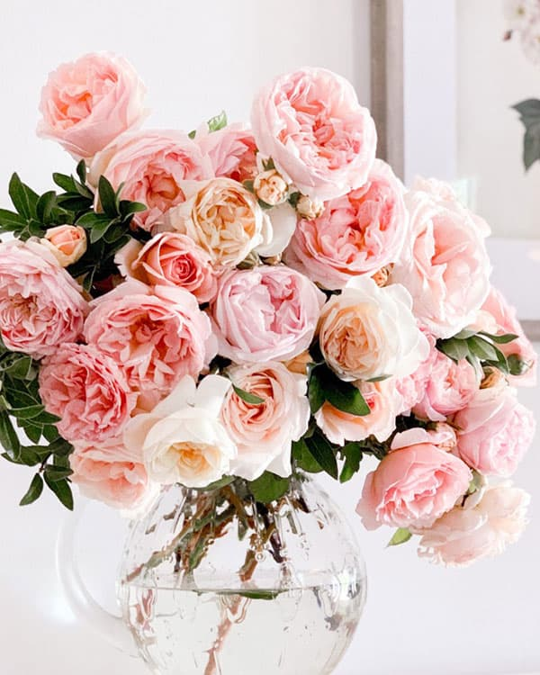 Mothers day gifts: roses in a vase.