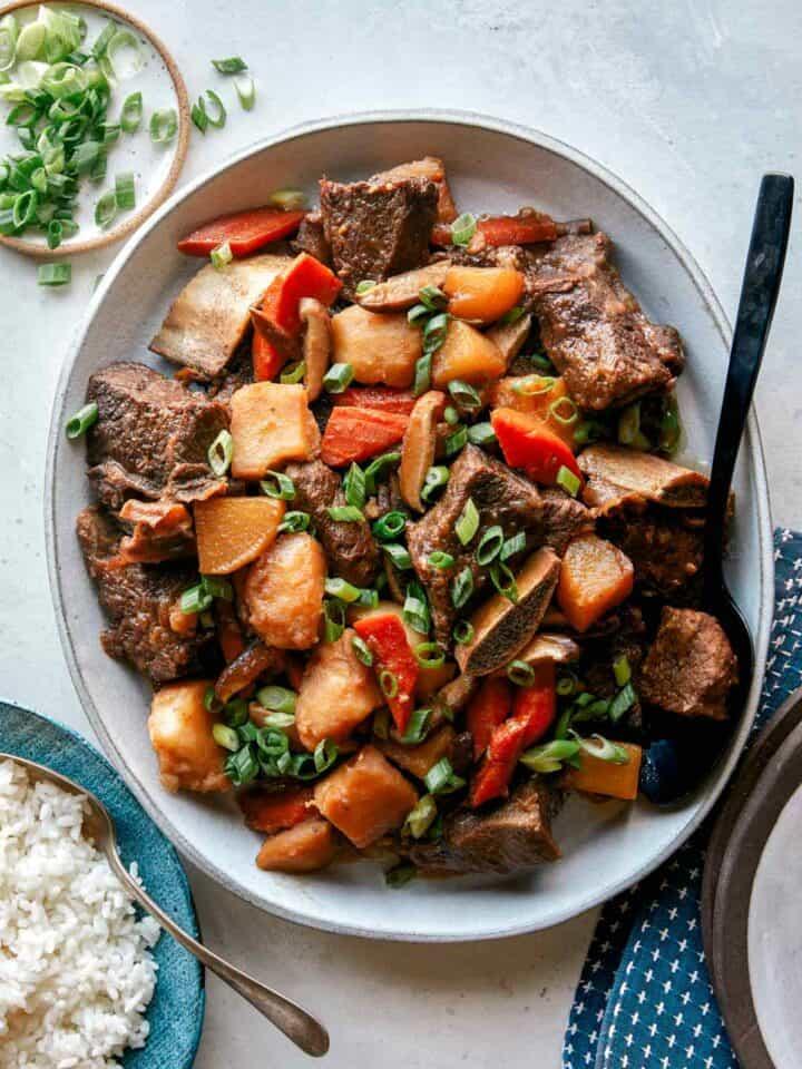 A recipe for glabi jjim plated onto a platter.